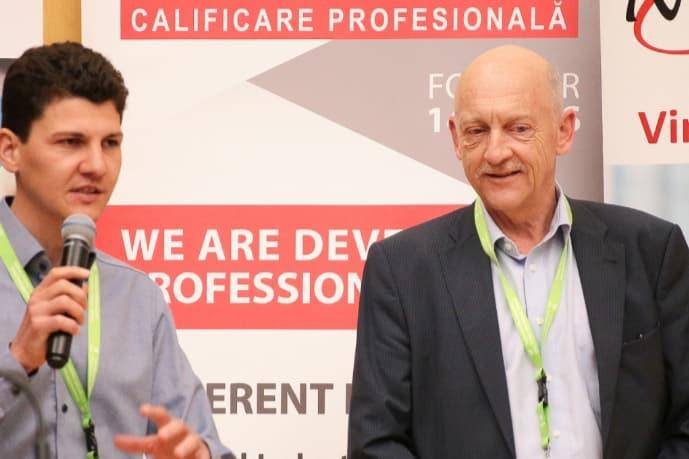 : Rede bei der Eröffnungszeremonie mit Eduard Schellenberg rechts und Oliver Gawlowski links