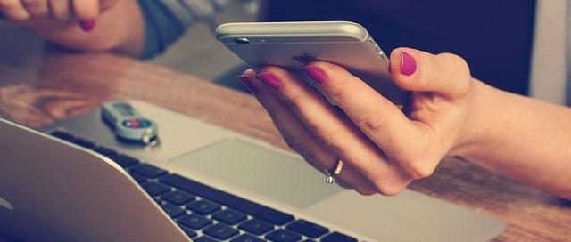 Beitragsbild Handy und Computer