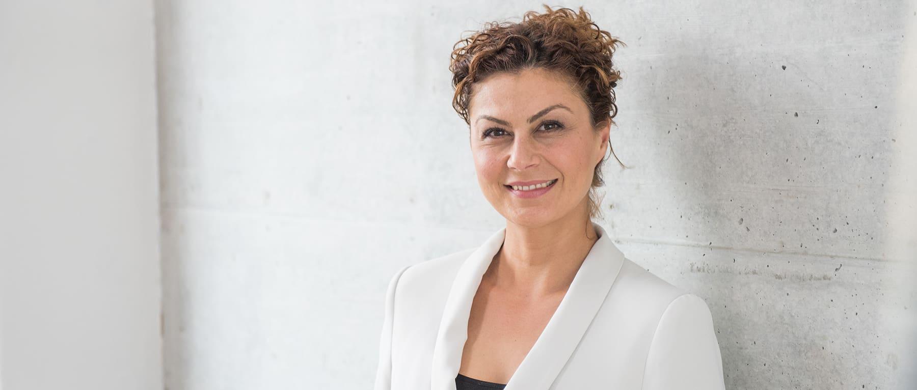 Portrait Zehra Sirin, Dozentin HWZ