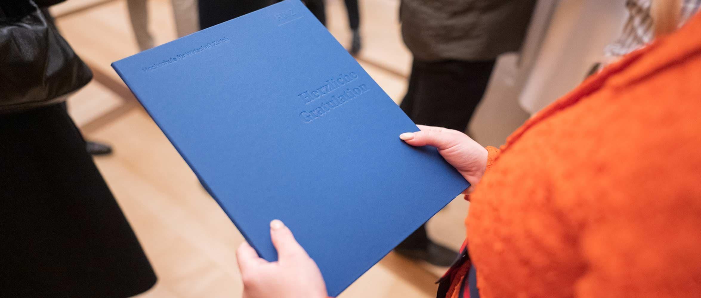 Titel Beitrag Bachelor Diplomfeiern