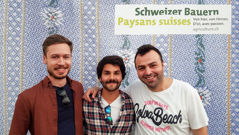 Die Studierenden HWZ Manuel Nägeli, Asdin Azarnait und Giuseppe Audino